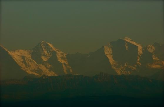 Le Jungfraujoch est un col entre le Mönch et la Jungfrau dans les Alpes bernoises sur la frontière entre les cantons de Berne et du Valais. C'est le point le plus bas sur l'arête entre le Mönch et la Jungfrau, à 3 471 mètres d'altitude. Il est souvent appelé le « toit de l'Europe » dans les guides touristiques et comprend la station de chemin de fer la plus haute d'Europe La première traversée a été faite en juillet 1862 par Leslie Stephen, F. J. Hardy, H. B. George, MM. Liveing, Moore, et Morgan, avec les guides Christian Almer, Christian et Peter Michel, Ulrich Kaufmann, P. Baumann et C. Bohren.