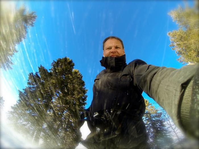 L'appareil et le visage dans le froid. Le D2x est recouvert de neige...